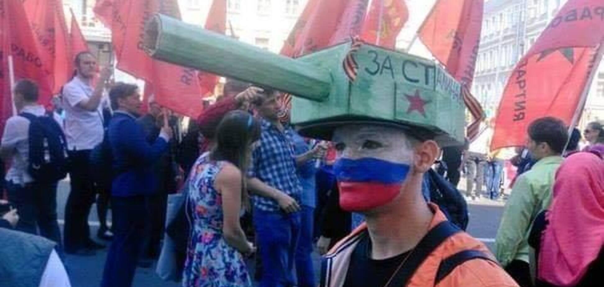 'Купи пилотку – помоги ветерану!' Сеть в шоке от пошлого празднования 9 мая в России