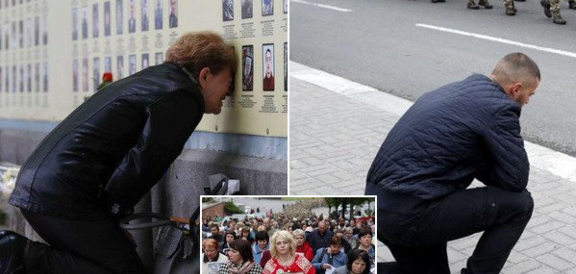 'Рве душу': матері загиблих на Донбасі Героїв змусили плакати українців. Потужні кадри