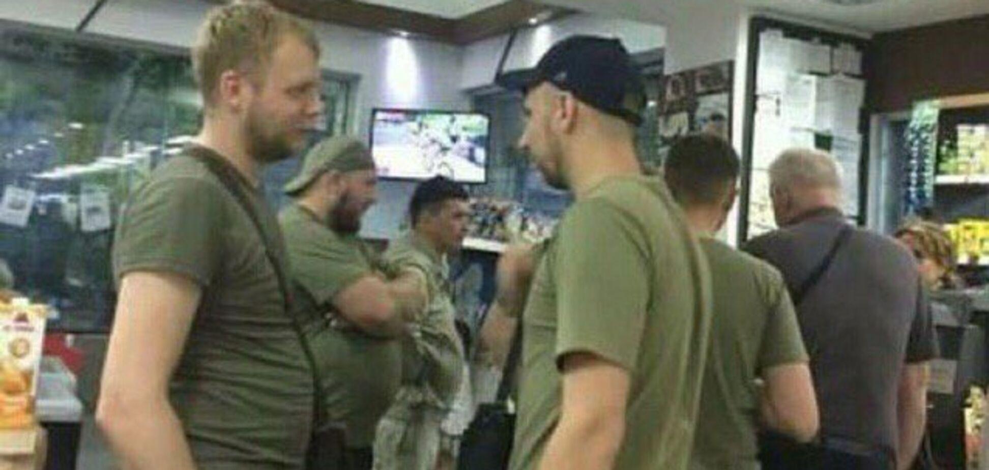 'Потенциальный груз-200': в Венесуэле засекли российских наемников в магазине. Фотофакт