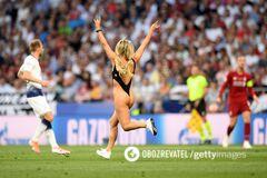 Напівгола вболівальниця вибігла на поле під час фіналу Ліги чемпіонів