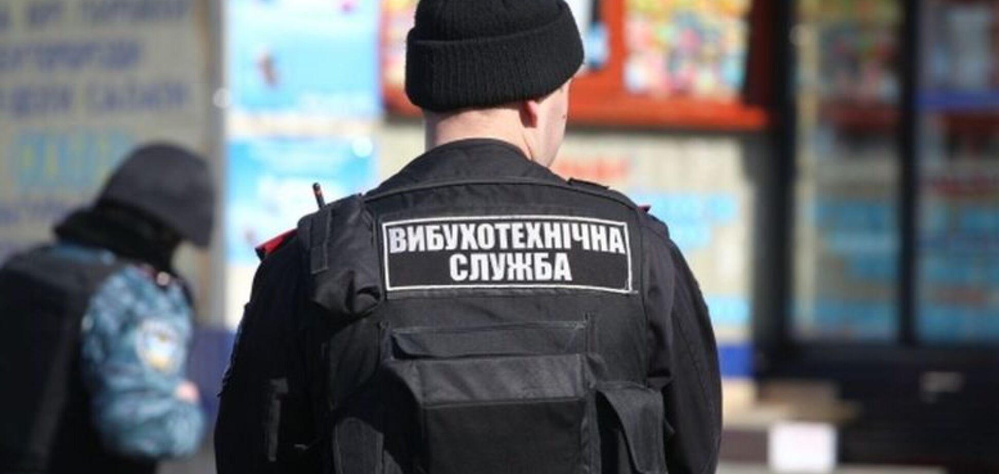В Киеве в Раде и на станциях метро ищут бомбу: что произошло