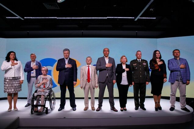 Петро Порошенко 9 червня представив команду