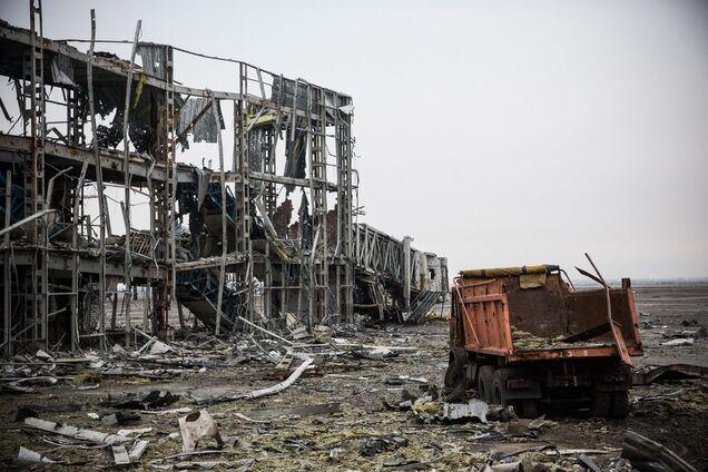 Омелян признал, что Украина не сможет самостоятельно восстановить объекты, разрушенные в Донецкой и Луганской областях