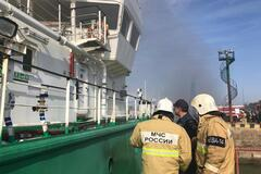 У Росії вибухнув танкер із нафтою: троє загинули. Фото і відео