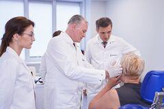 Известный немецкий хирург вместе с украинскими специалистами из клиники 'Добробут' провел операцию, которую ранее в Украине не делали
