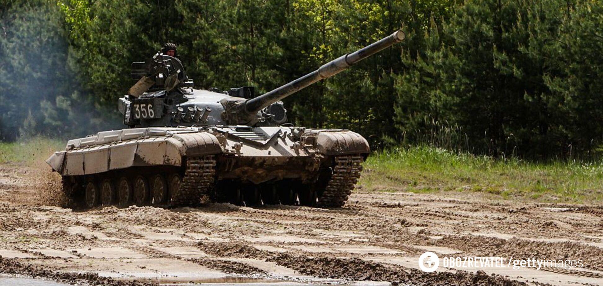 Украина стягивает к границам танки: что происходит