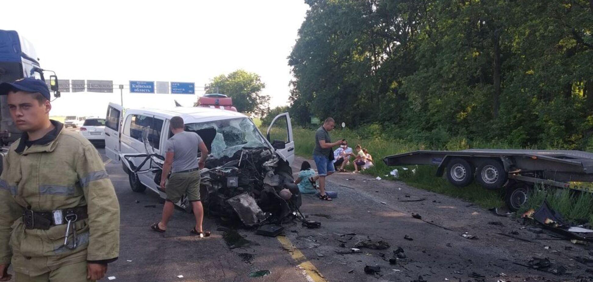 На Киевщине произошло ДТП с пассажирским автобусом: пострадали 7 человек