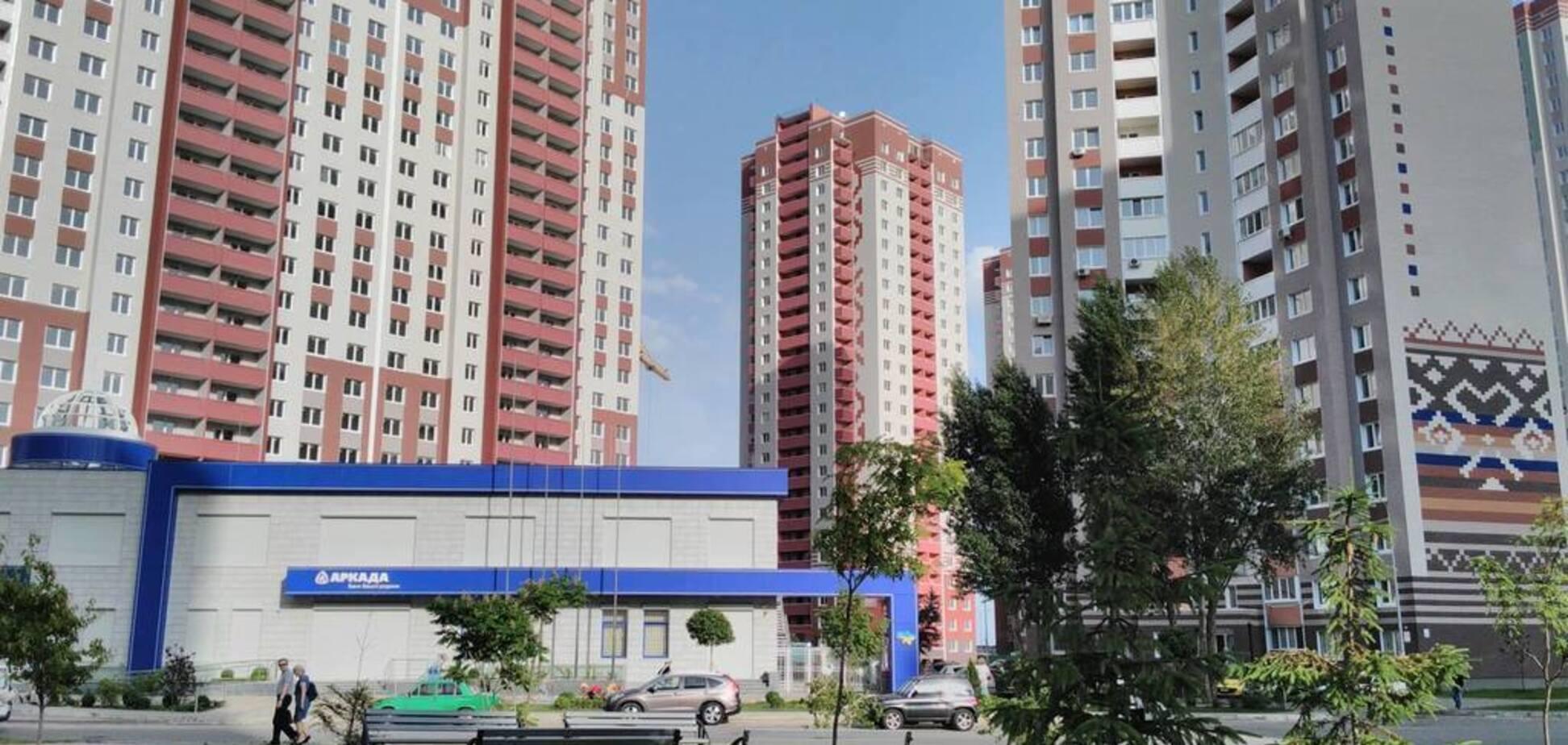 Крупнейший украинский застройщик остановил все работы: в Кабмине сделали заявление