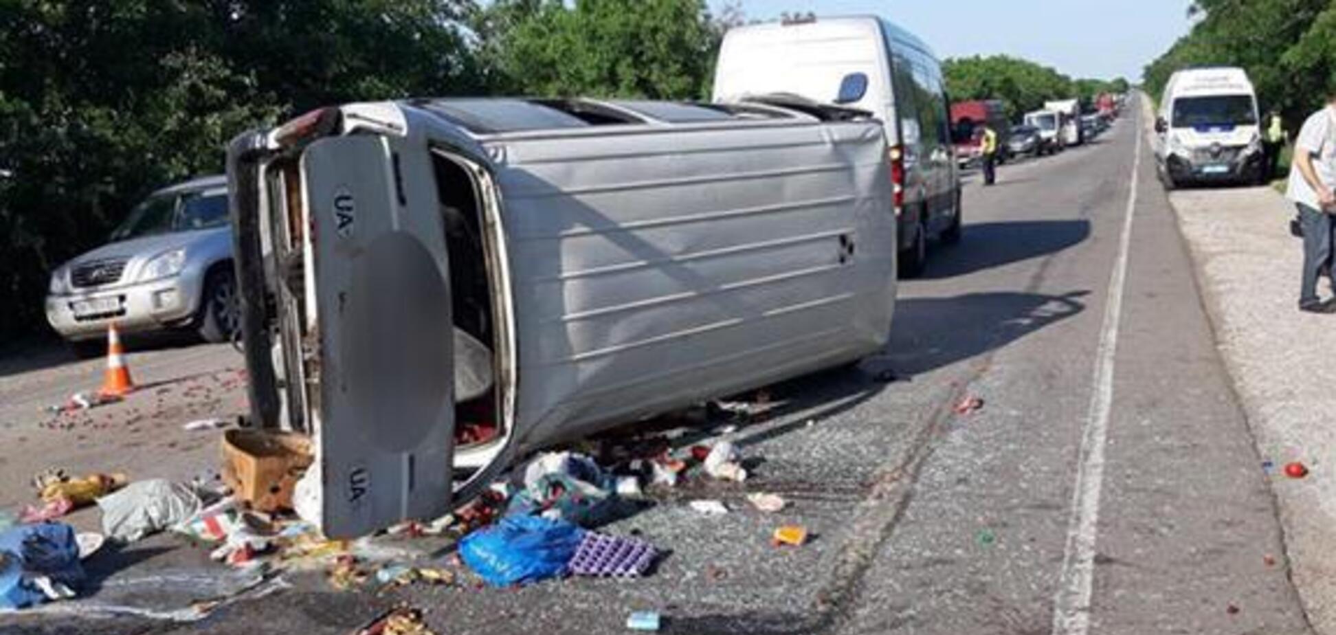 У Миколаївській області розбився автобус із пасажирами. Фото