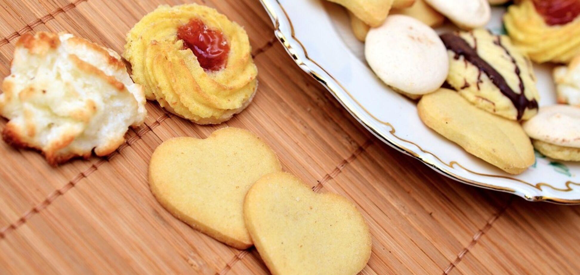 Печиво з трьох інгредієнтів за 10 хвилин: найпростіший рецепт підірвав мережу