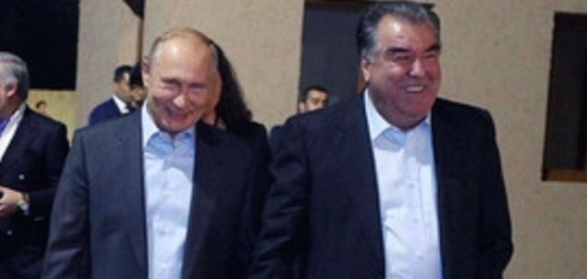'Міг і лизнути!' Мережу спантеличили дивні обійми Путіна з чоловіками