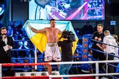 Непереможний український боксер виграв бій нокаутом у 2-му раунді