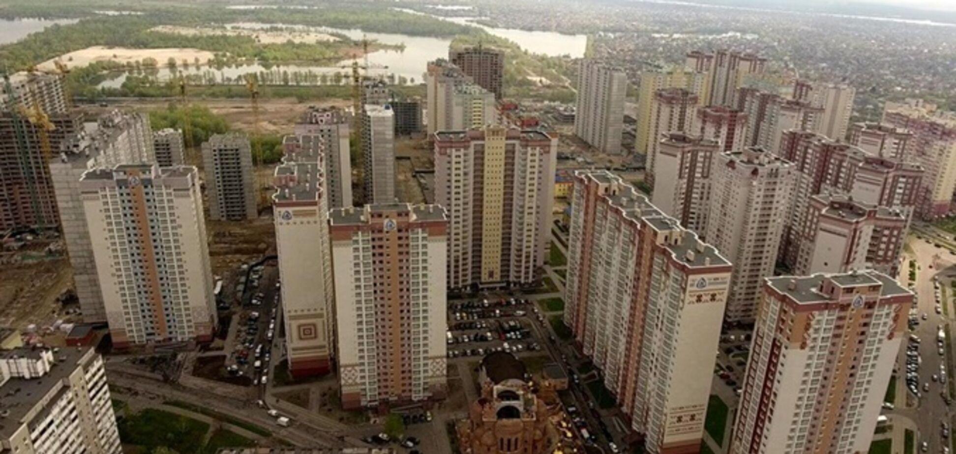 Патриотика на озерах. Источник: Где в Киеве жить хорошо?