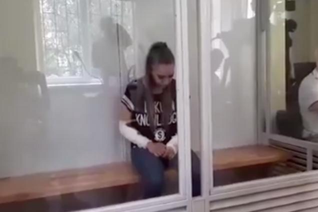 Суд на 21-летней девушкой