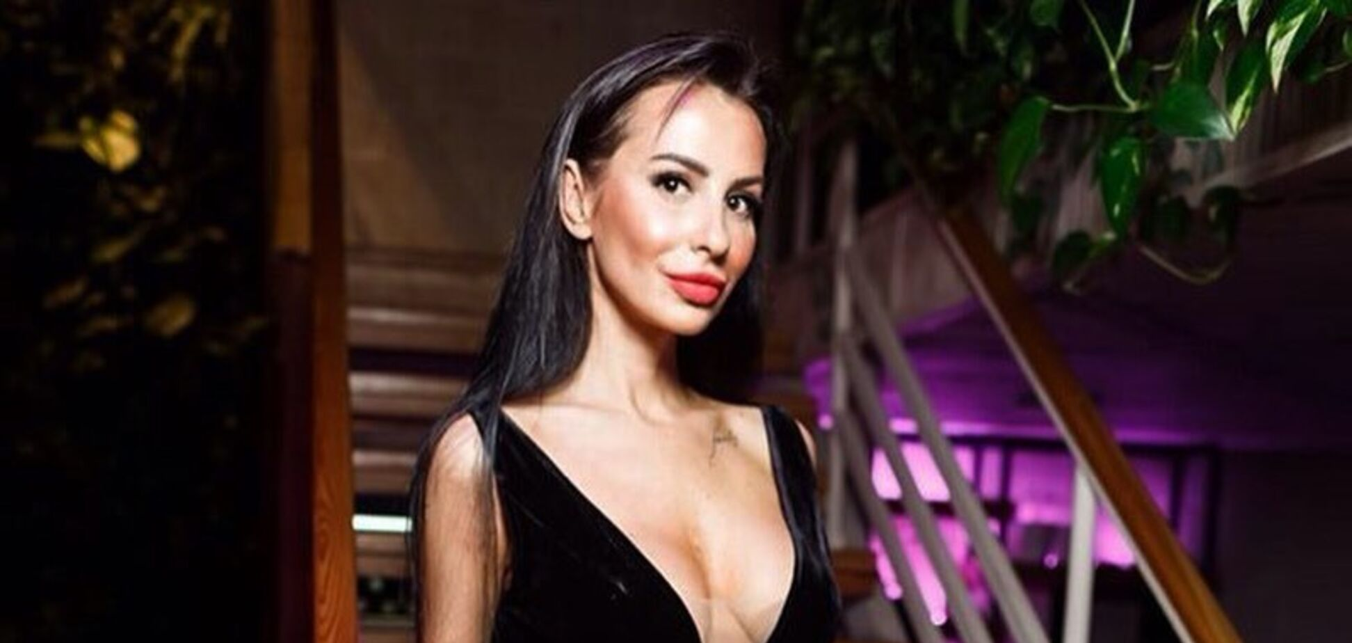 'Скелет, грудь сделанная': голая российская телеведущая напугала сеть худобой