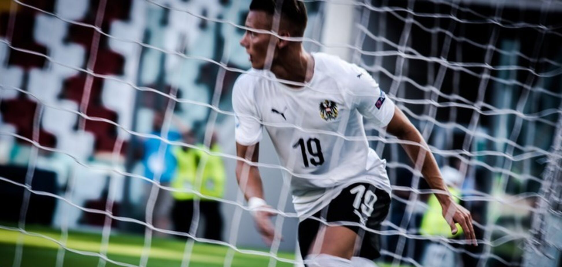 Игрок сборной Австрии получил шокирующую травму: видео