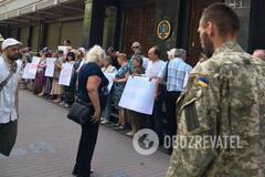 'За решетку!' В Киеве под ГПУ собрался митинг против одиозного экс-бойца 'Правого сектора'
