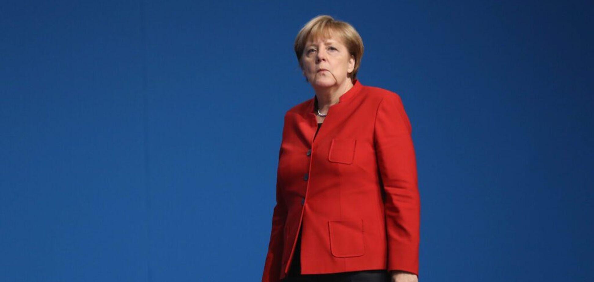 Меркель затрясло перед камерами: врач объяснила судороги на встрече с Зеленским