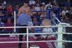 Непереможний український боксер переміг кривавим нокаутом: з'явилося відео