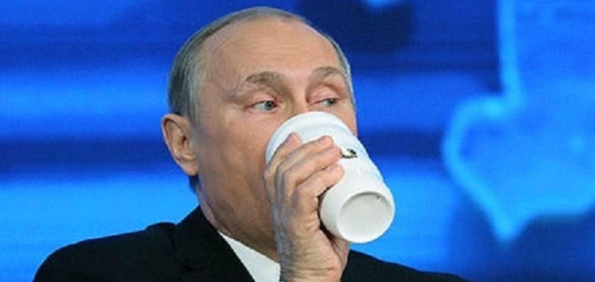Боїться отруєння? Путін прийшов на 'Пряму лінію' зі знаменитим аксесуаром