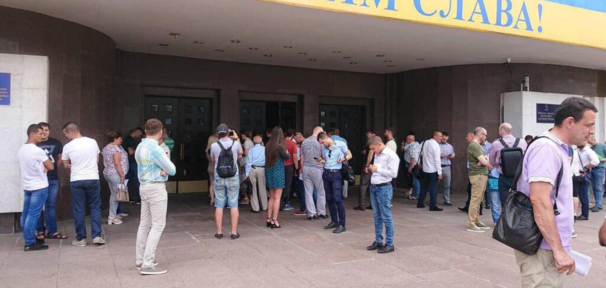 В Киеве в последний день регистрации кандидатов 'заминировали' ЦИК