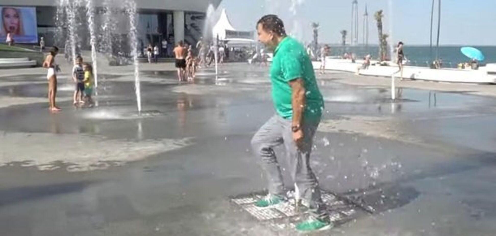 Саакашвілі повторив трюк Зеленського з фонтаном: відеофакт