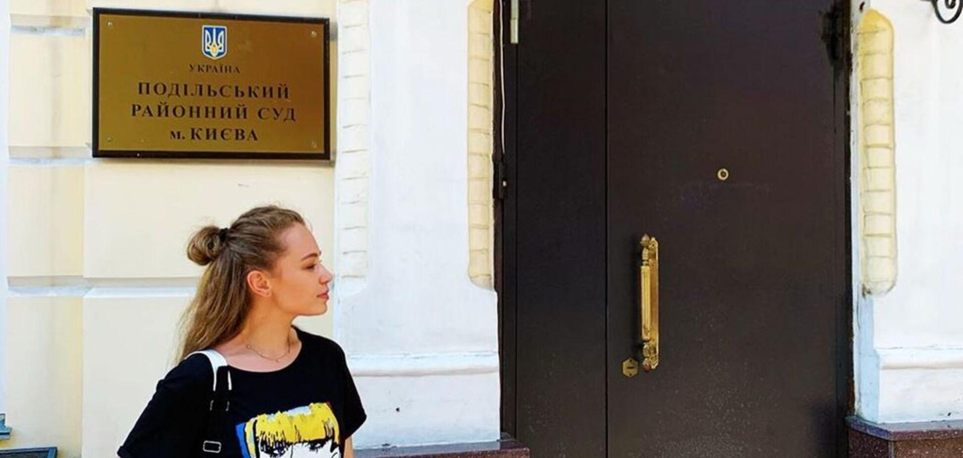 Відому українську співачку не випустили з країни: розгорівся скандал