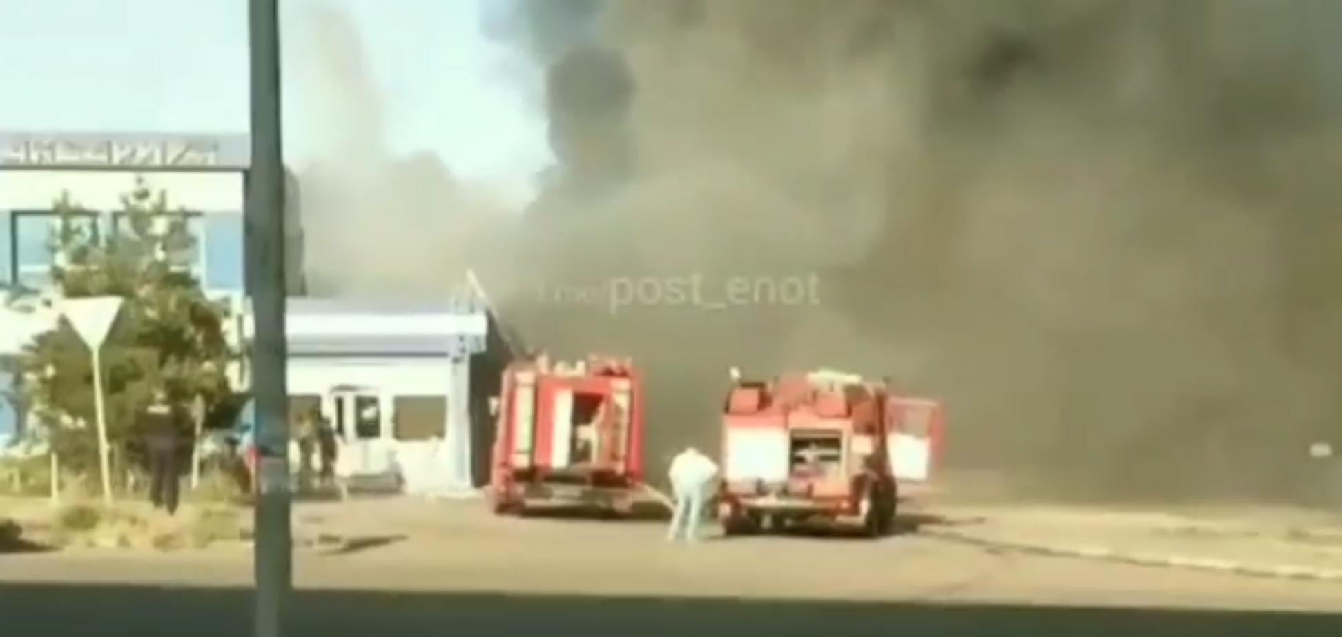 На Донетчине вспыхнул масштабный пожар: фото и видео с места ЧП