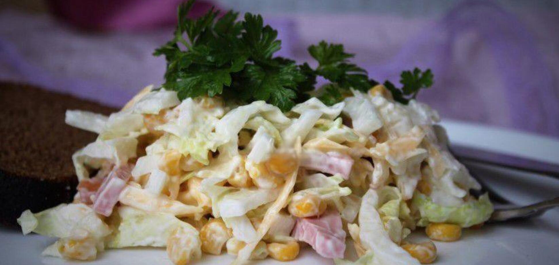 Вкусный салат с капустой и колбасой за 15 минут: рецепт с видео