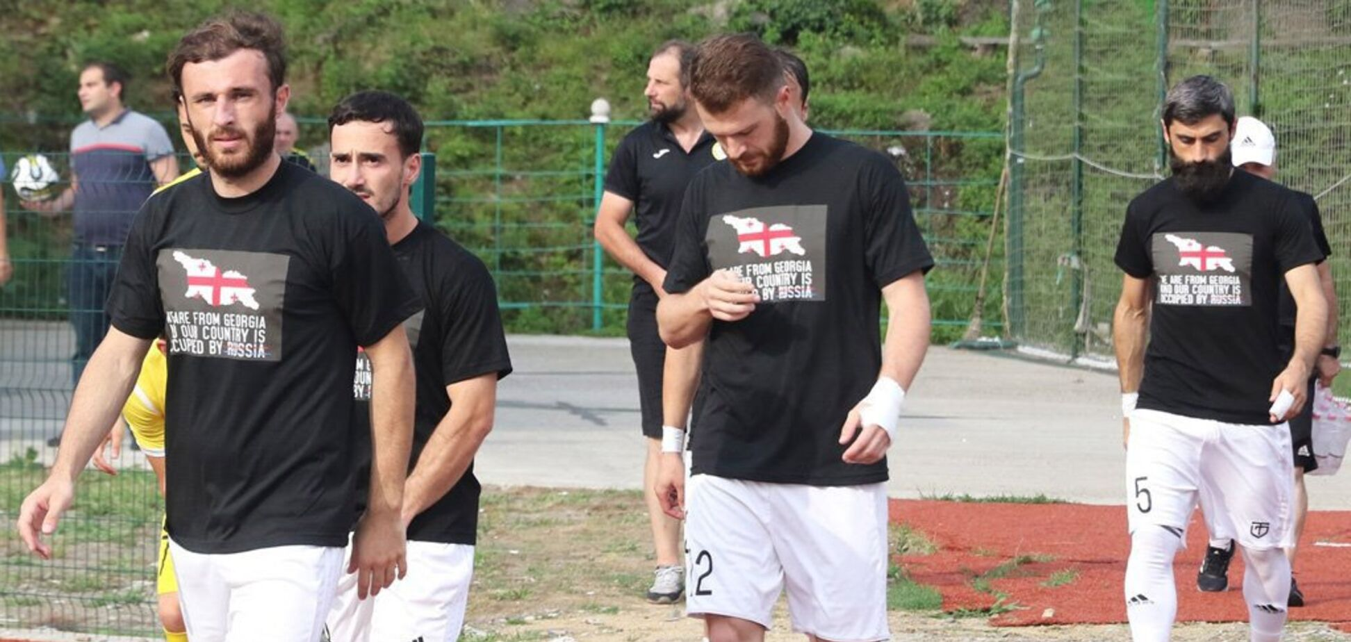 Нет оккупации! Футболисты устроили демарш против России в Грузии