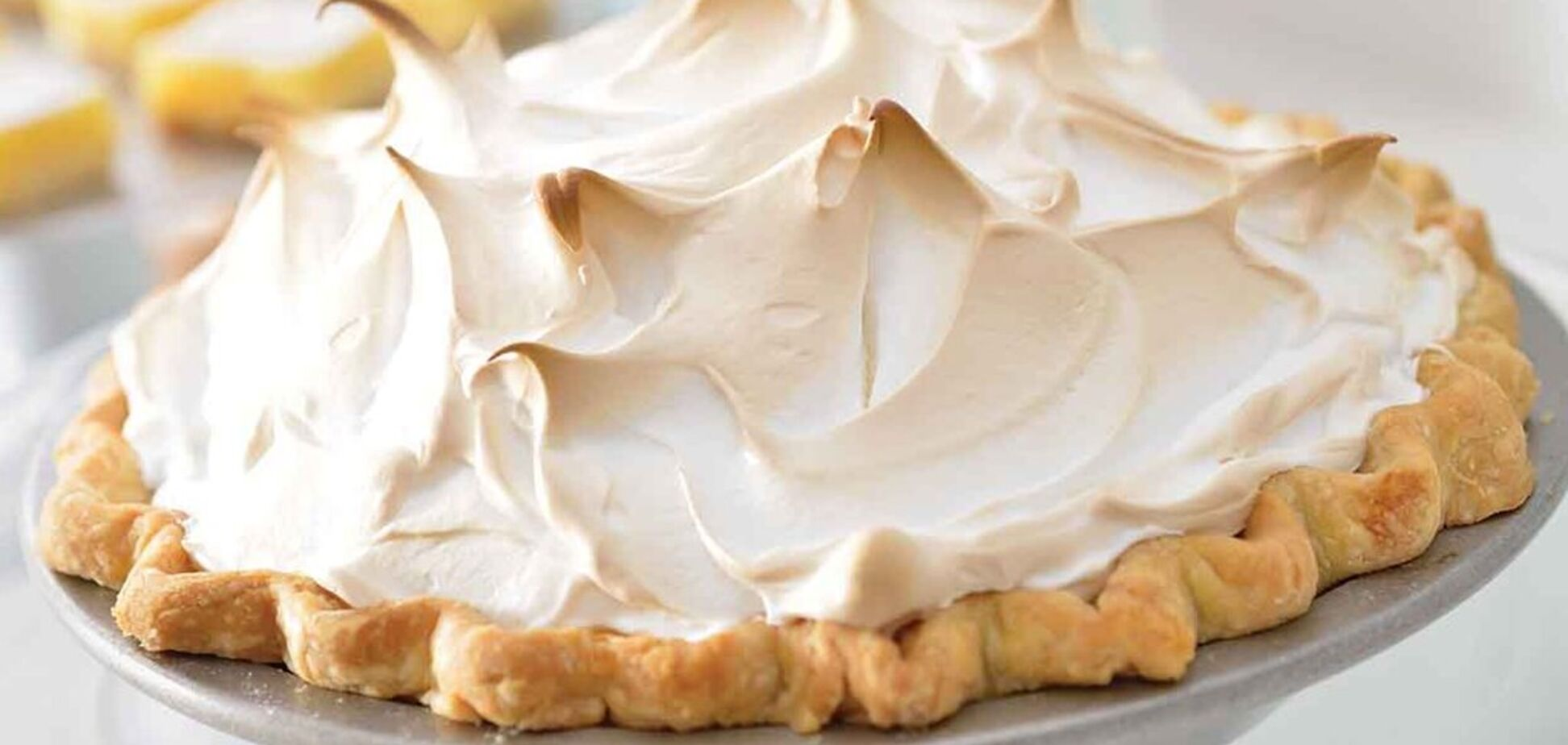 Как приготовить безупречный лимонный пирог: рецепт с видео