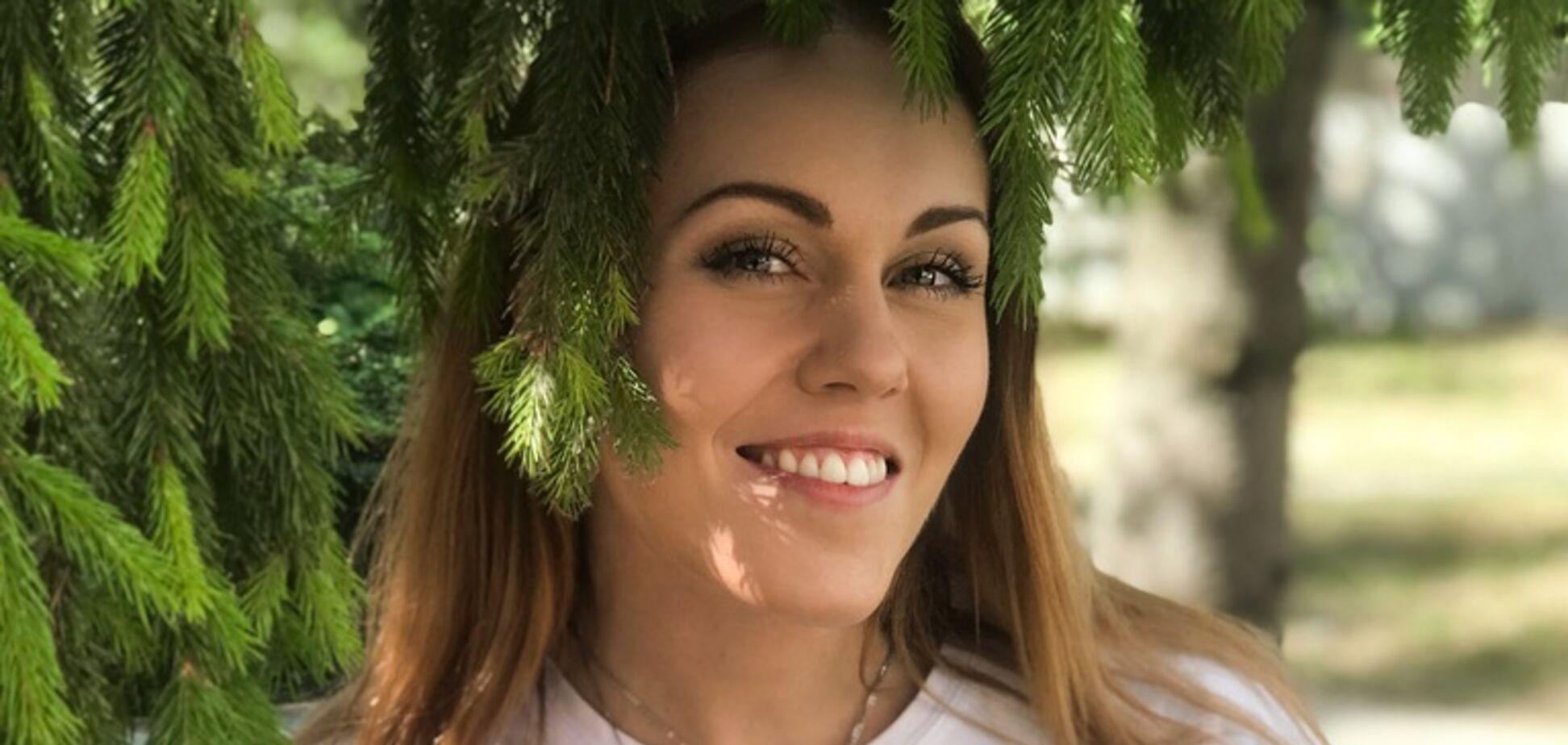 Наслаждаясь отпуском: Alyosha поделилась селфи без макияжа