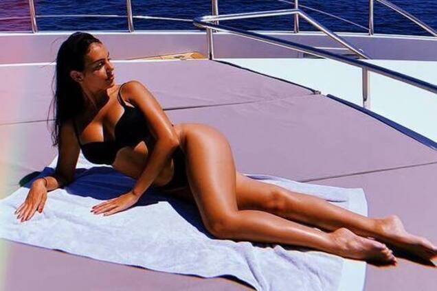 Роздягнена наречена Роналду похвалилася гарячим фото з яхти