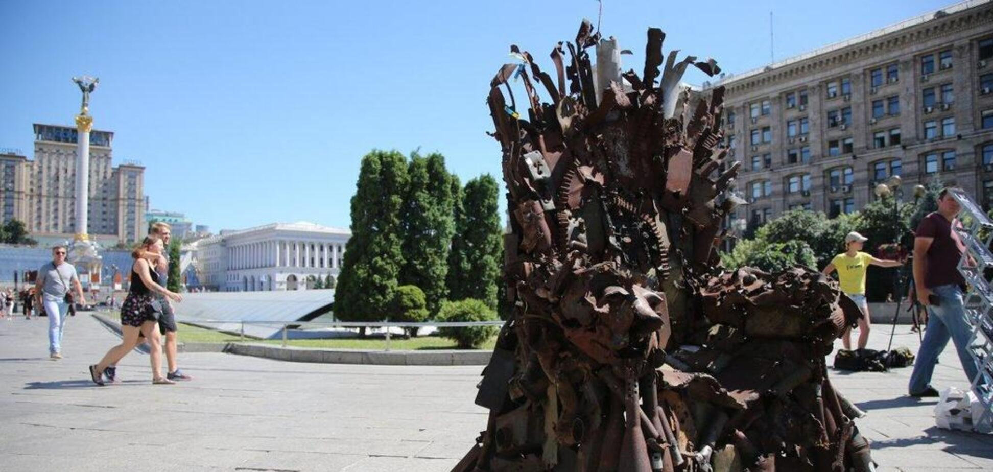 В Киеве установили Железный трон из 'Игры престолов': что в нем необычного