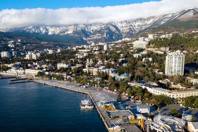 В Крыму Минобороны РФ захватывает земли и требует сносить здания