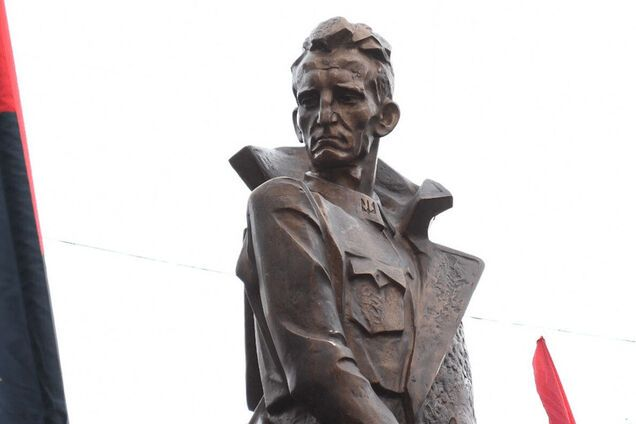 Памятник Роману Шухевичу в Ивано-Франковске