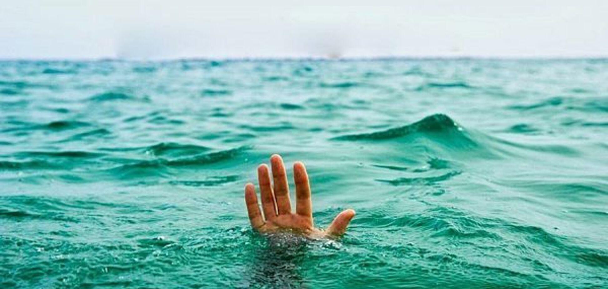 Прыгал с 'тарзанки': в Киеве в озере погиб мужчина