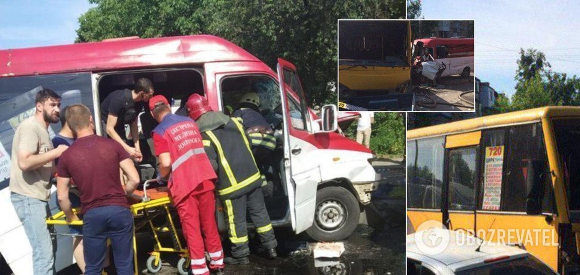 Под Киевом произошла авария с двумя маршрутками: пострадало 26 человек