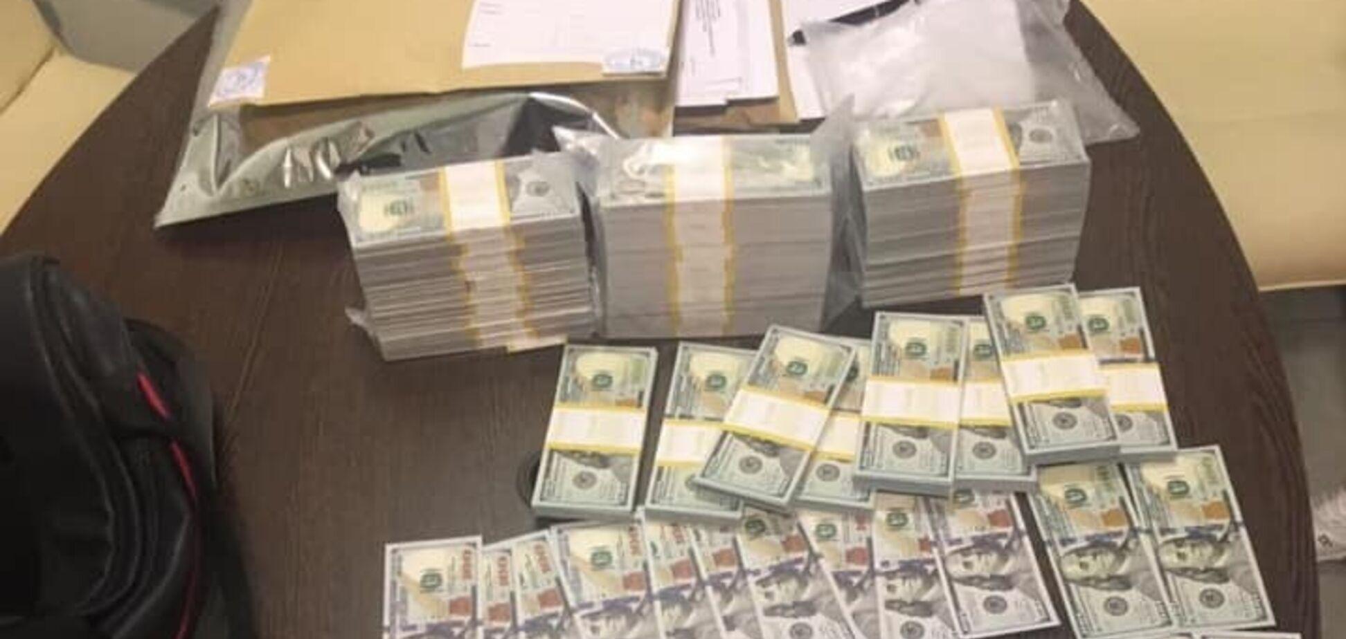 В Хмельницкой области задержали чиновников за взятку в $400 тысяч