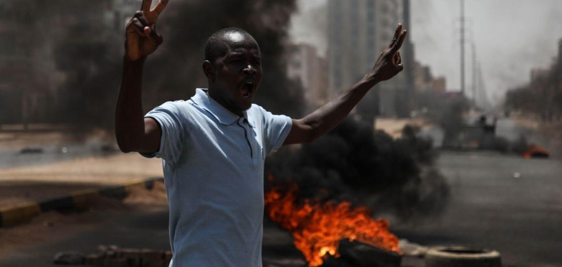 Госпереворот в Судане: более 30 человек погибли во время силового разгона митинга