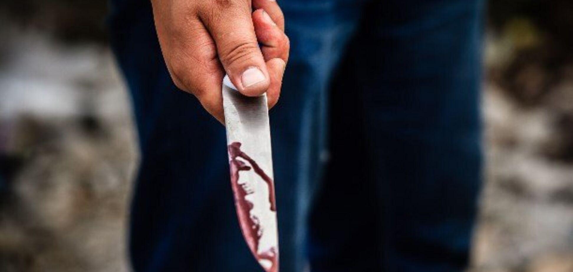 На Львовщине мужчина перерезал вены стоматологу прямо в кабинете: фото с места ЧП