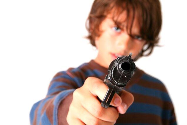 Мальчик выстрелил у брата