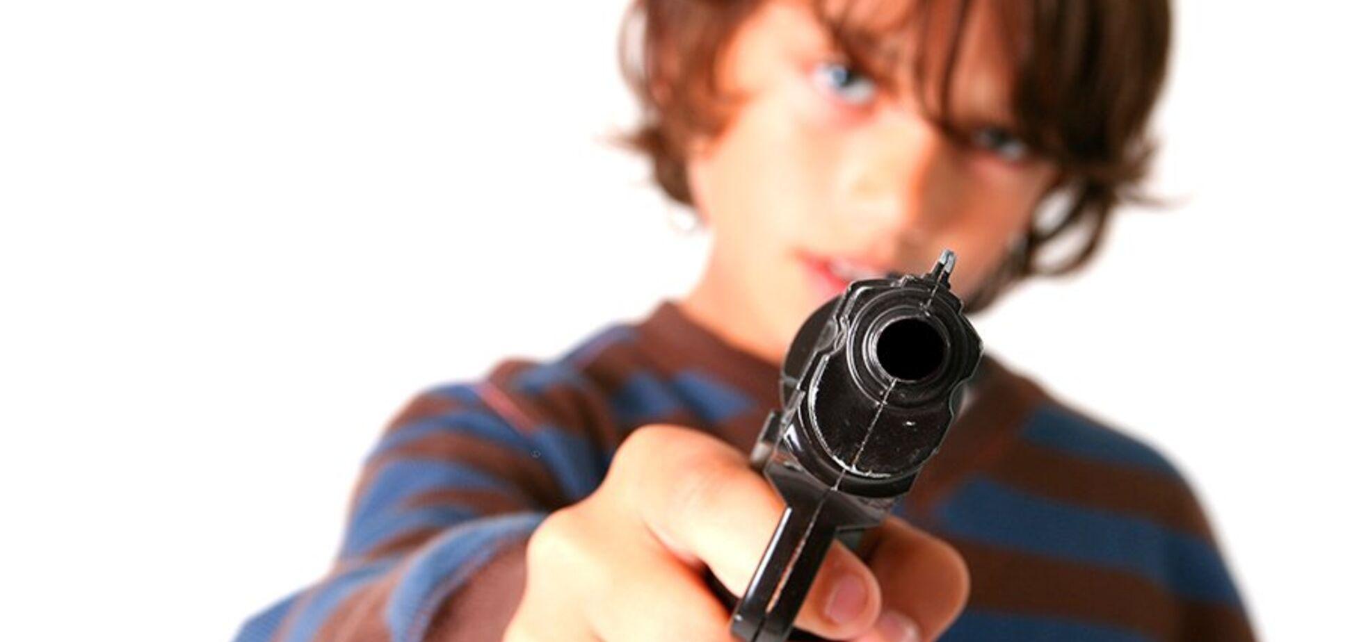 Выстрелил в голову брату: на Днепропетровщине разыгралась трагедия с детьми