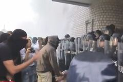 Под Киевом полицейских ранили на акции протеста из-за убийства ребенка