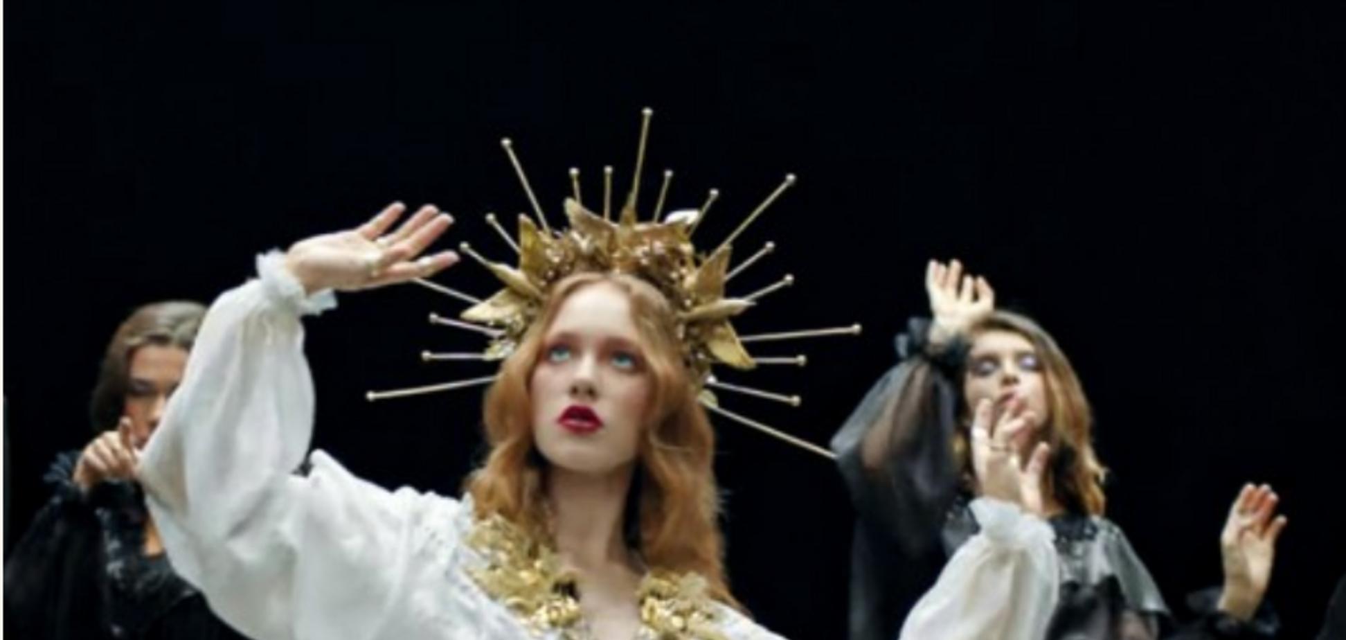 Кадр из клипа на песню i_$uss