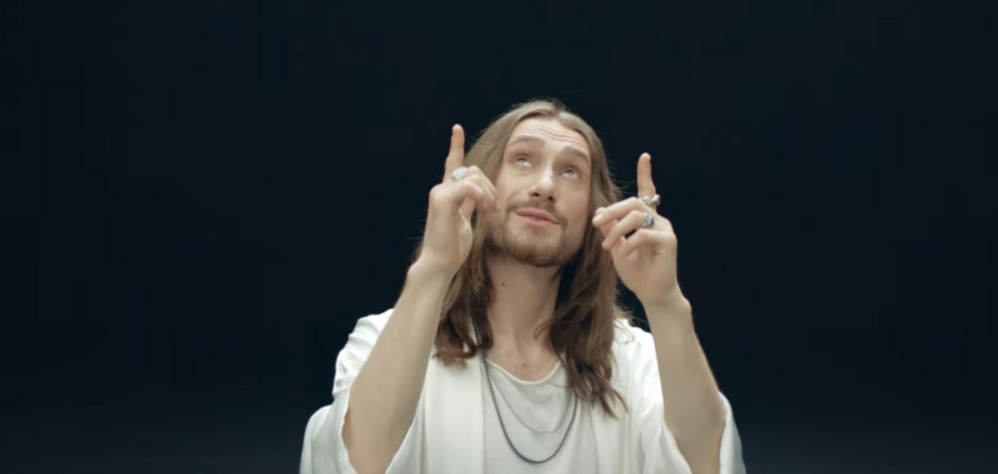 Кадр з кліпу на пісню i_ $ uss