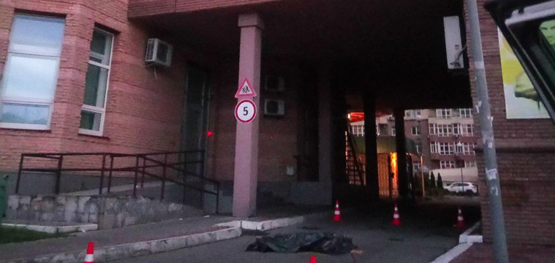 Оставила записку и видеообращение: в Киеве девушка совершила суицид