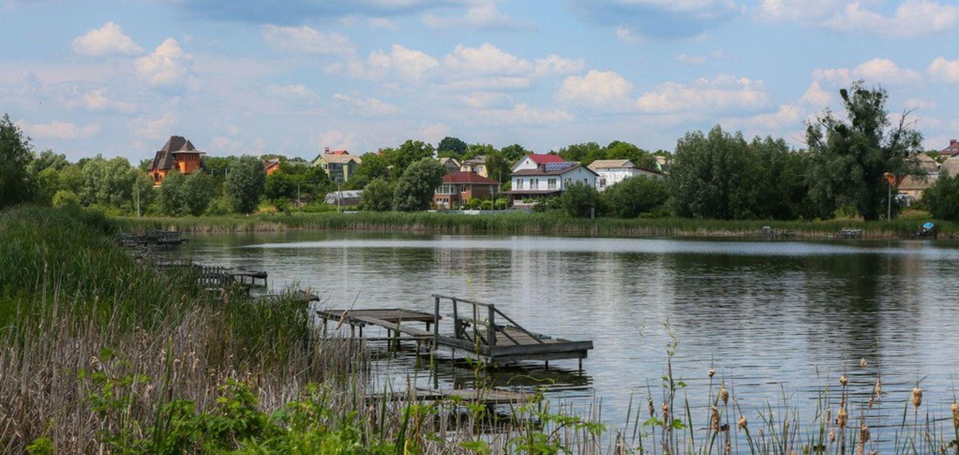 Остались одни кроссовки: под Киевом в озере нашли мертвым 18-летнего. Фото и видео 18+