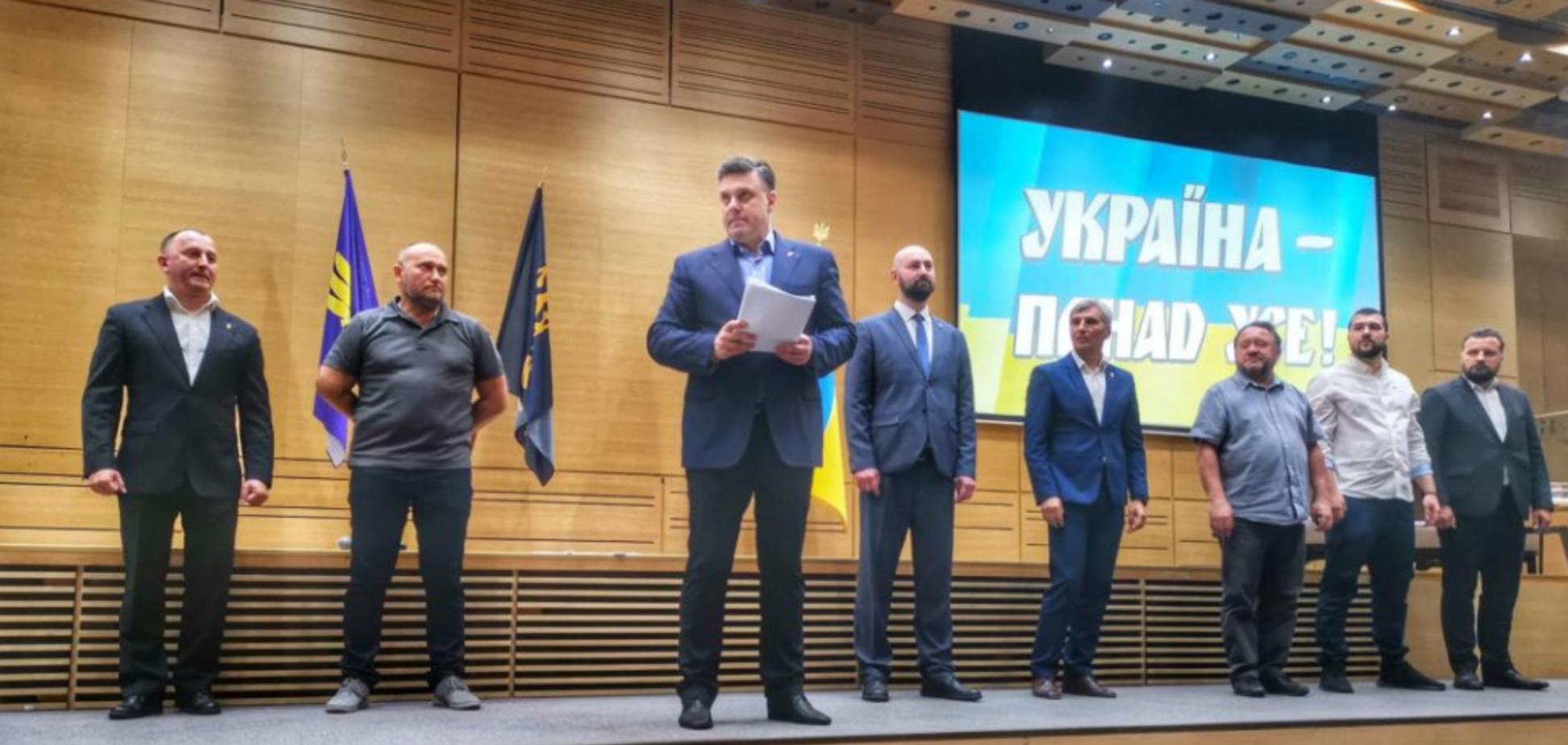 Тягнибок, Ярош и Кошулинский объединились на выборах
