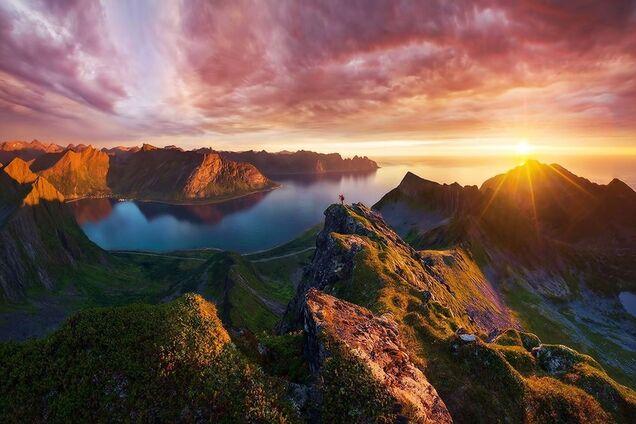 Схід сонця в горах, ілюстрація